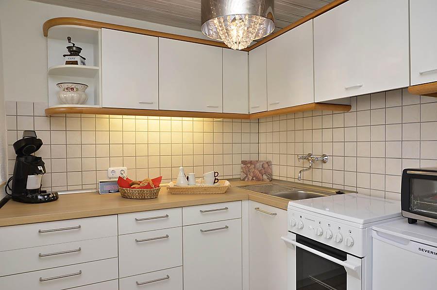 Küche komplett eingerichtet im Erdgeschoss, Fewo Nessel in Haßloch/Pfalz