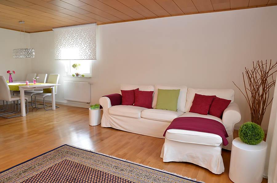 Großzügiges Wohnzimmer mit Essbereich, anders dekoriert, Fewo Nessel in Haßloch/Pfalz